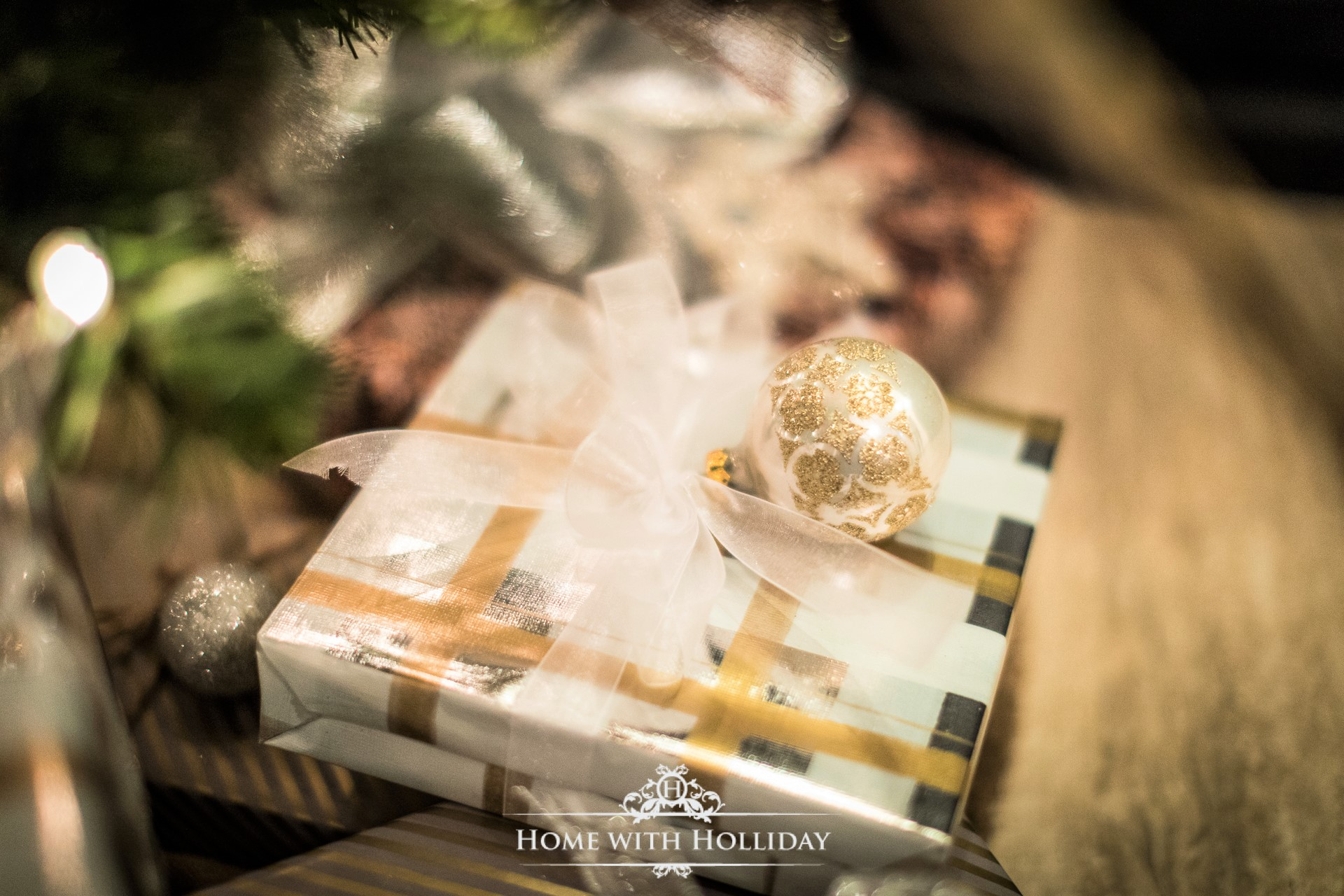 Holliday's Holiday Gift Guide - My Favorites! - Home with Holliday