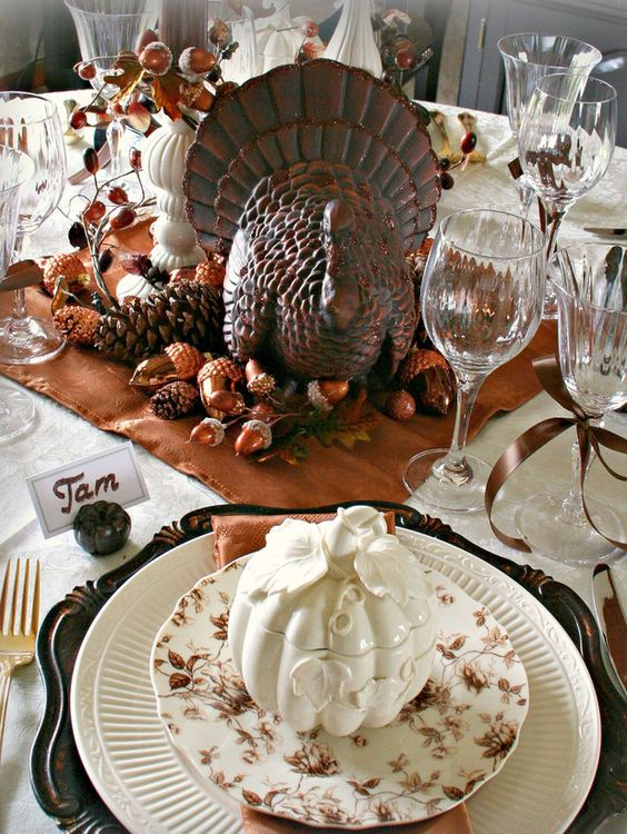 Creative Ideas for Fall or Thanksgiving Table Settings and Home Decor 10