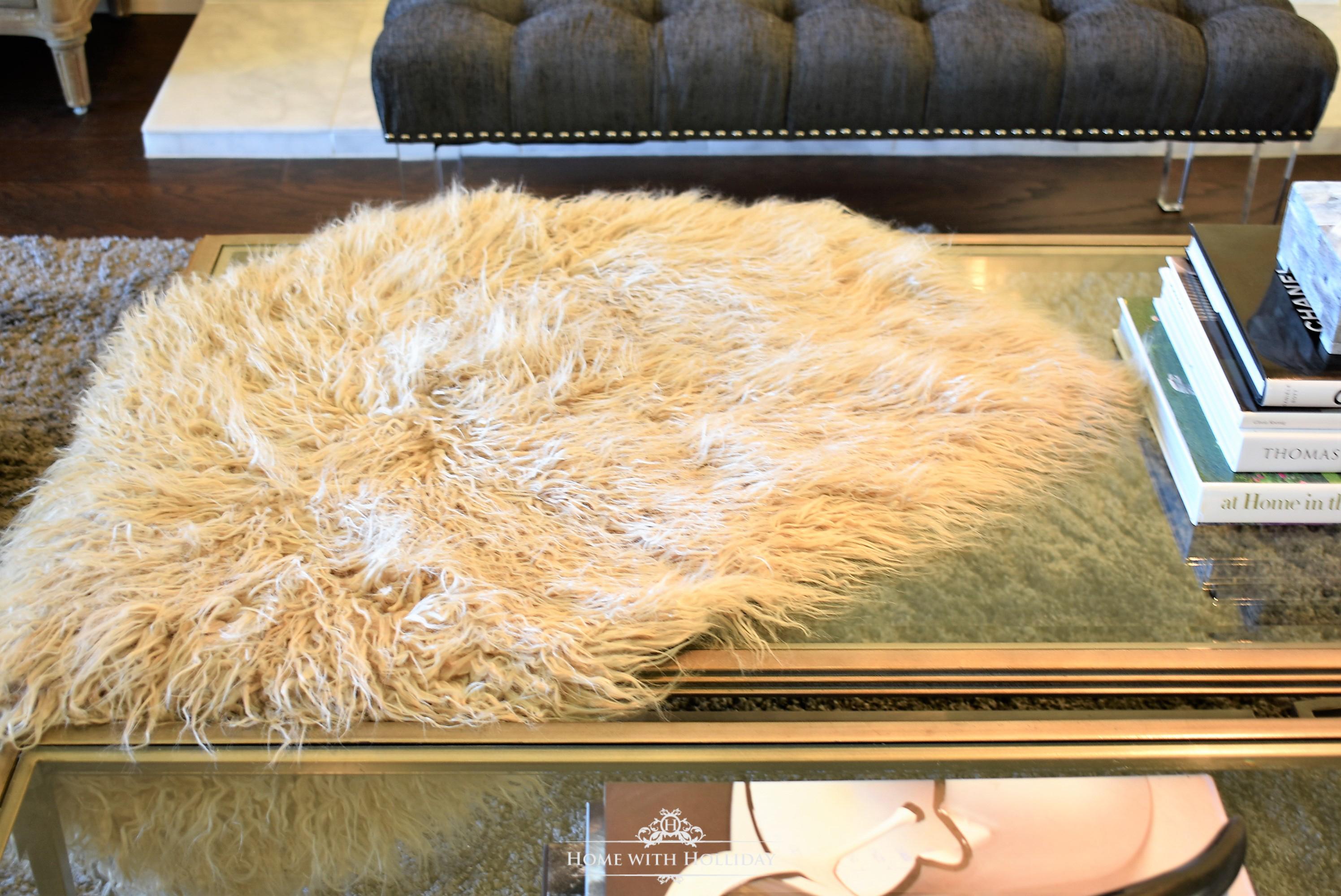 Easy and Creative Fall Decor Ideas -fur throw
