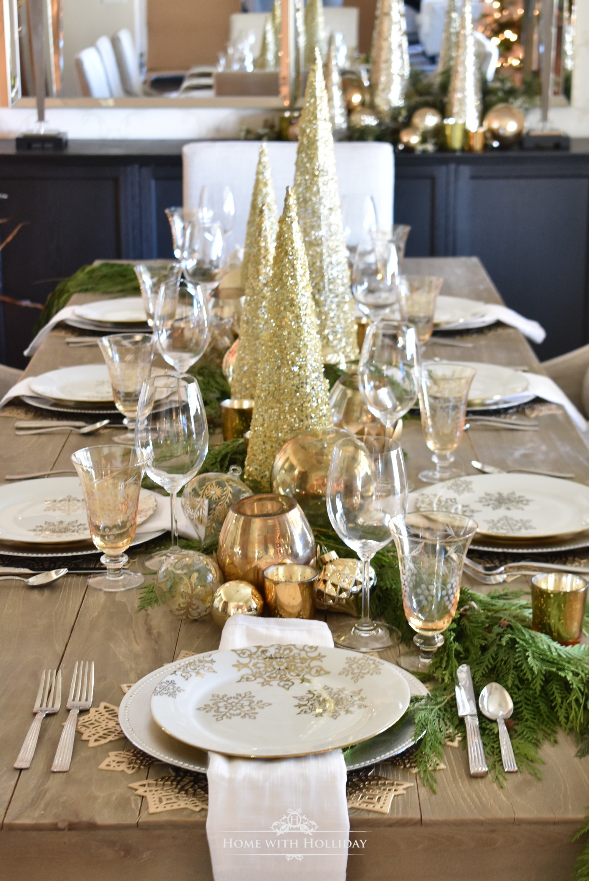 Christmas Table Settings.Gold And Silver Snowflake Christmas Table Setting Home