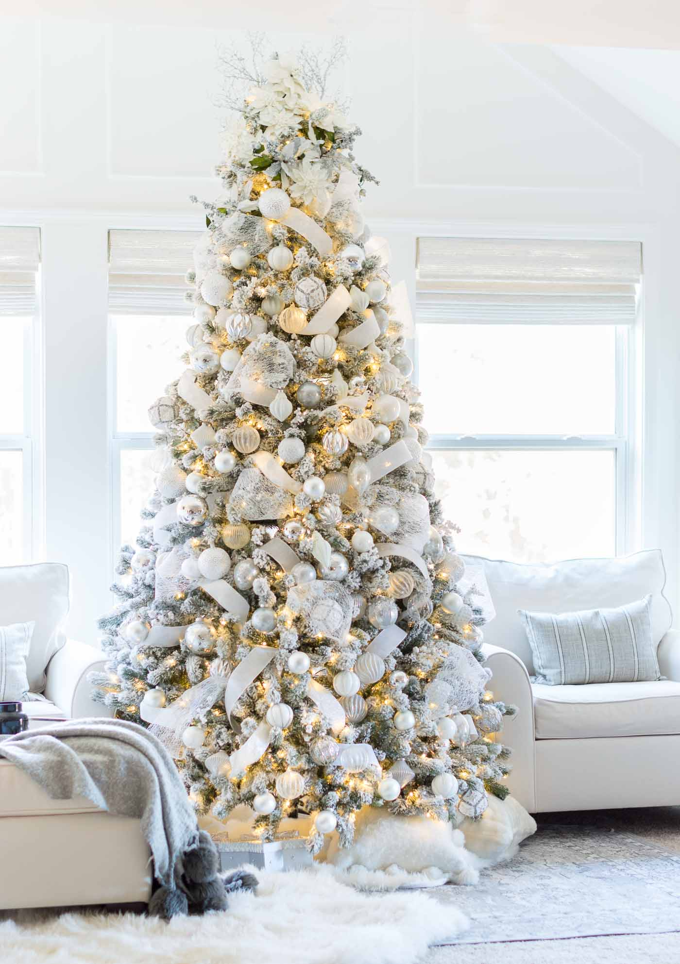 My favorite Christmas Trees of 2018! - Kelley Nan - Home with Holliday