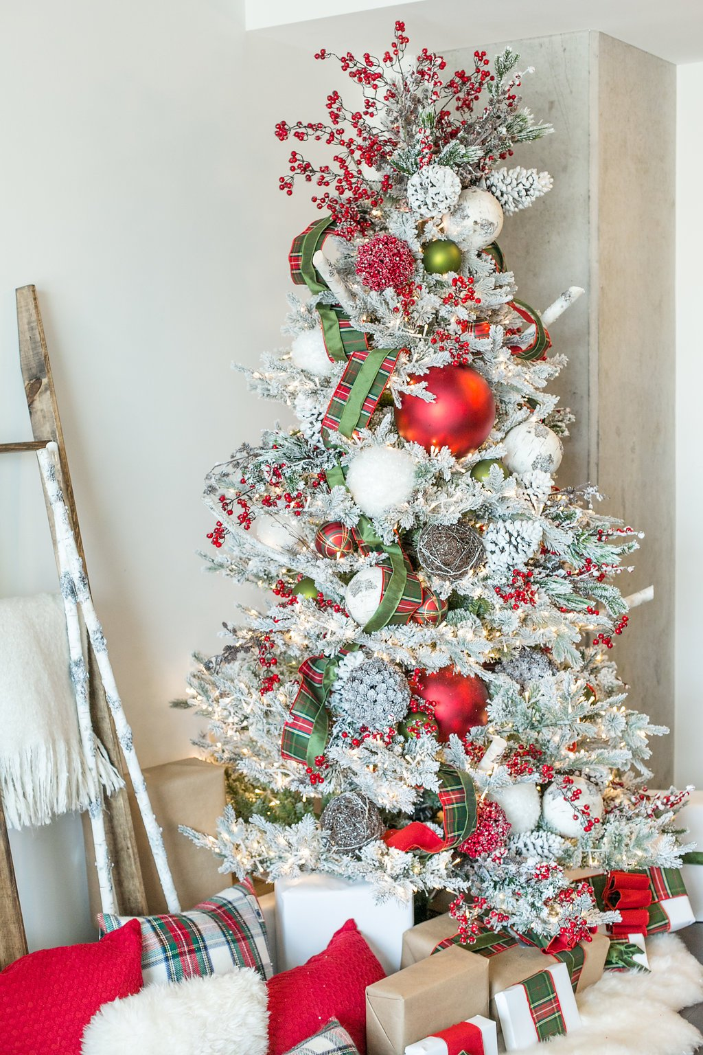 My favorite Christmas Trees of 2018! - The Everyday Hostess - Home with Holliday