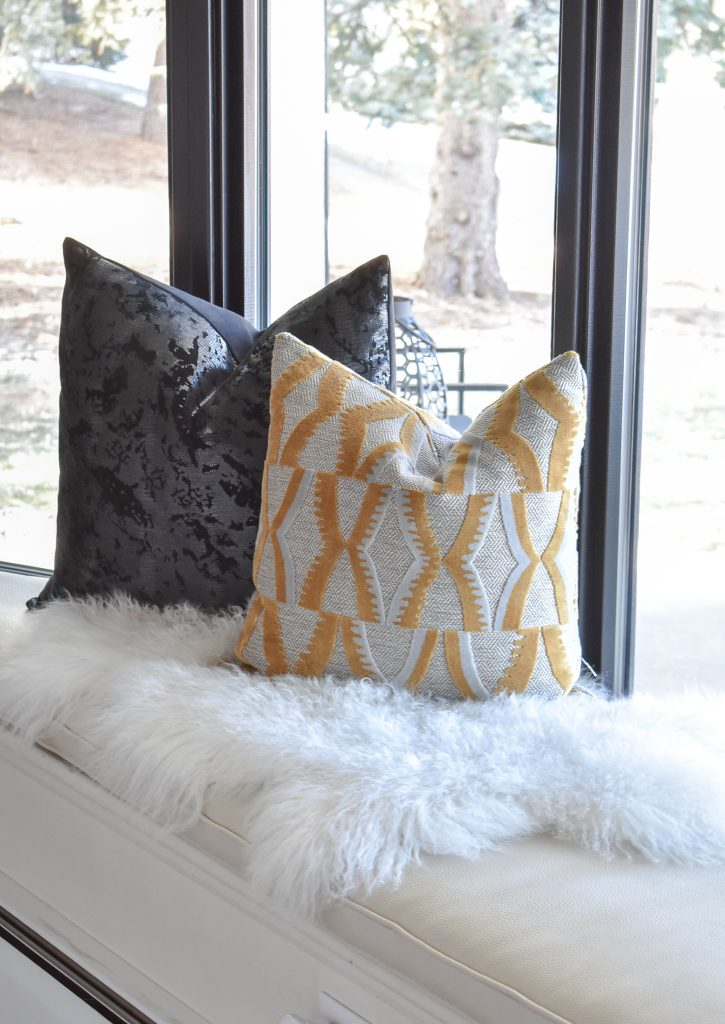 10 Simple Designer Tips for Warm and Cozy Winter Home Decorating - Home with Holliday