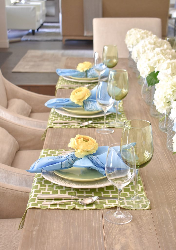 Places Settings for a Simple and Bright Summer Tablescape