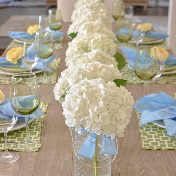 Simple and Bright Summer Tablescape