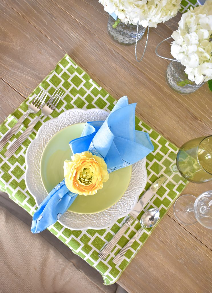Simple and Bright Summer Tablescape Place Settings