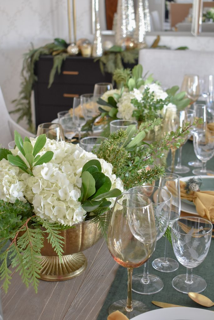 Evergreen and Gold Christmas Table Settings Centerpieces