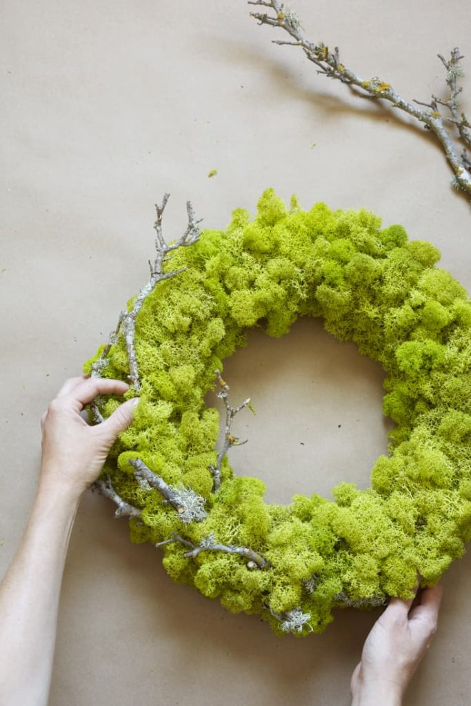 A DIY Moss Wreath to use for Spring Decorating