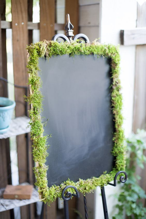 A moss cover chalk board