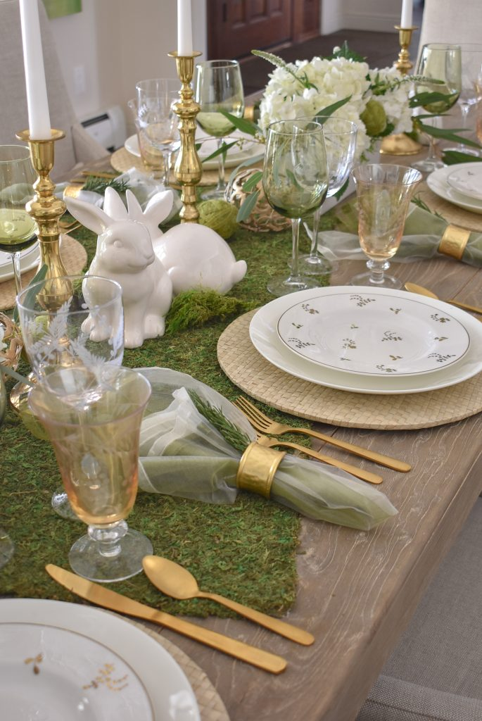Centerpiece on a Fresh Green and White Spring Table Setting for Easter