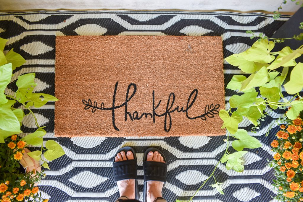 """""""Thankful"""" rug on a front porch for fall"""
